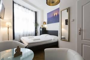 Sunset apartment near Wenceslas Square with Netflix